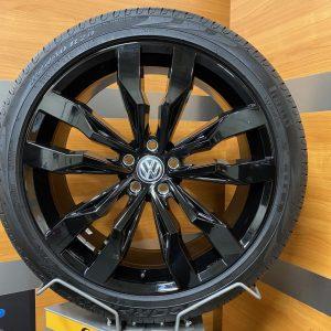 Volkswagen Tiguan SUZUKA GLOSSY BLACK 20 inch velgen Zomerbanden 5NA601025G R-line