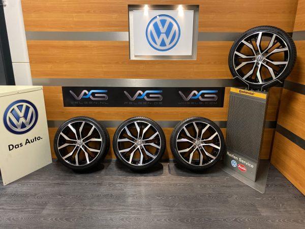 Volkswagen Golf 7 gti gtd SANTIAGO 19 inch velgen Zomerbanden 5G0601025AN