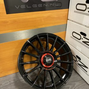Nieuwe set OZ Racing Superturismo Evoluzione Gloss Black ET44 8,5×19 4 losse velgen. W01852209M4