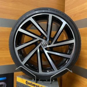 Volkswagen Golf R SPIELBERG 19 inch velgen Zomerbanden 5G0601025DB