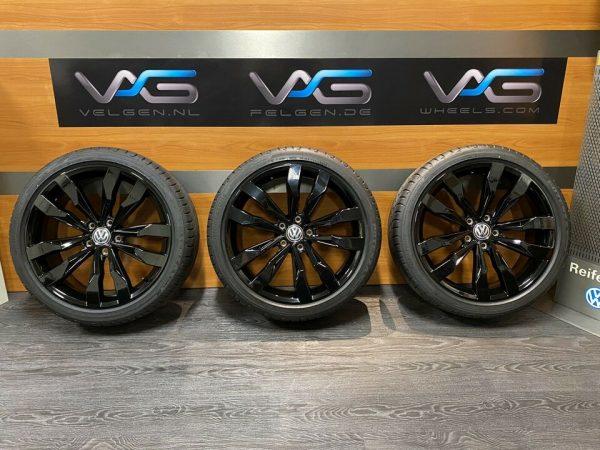 Volkswagen T-ROC SUZUKA zwart 19 Inch Zomerbanden Troc 2GA601025AE / F
